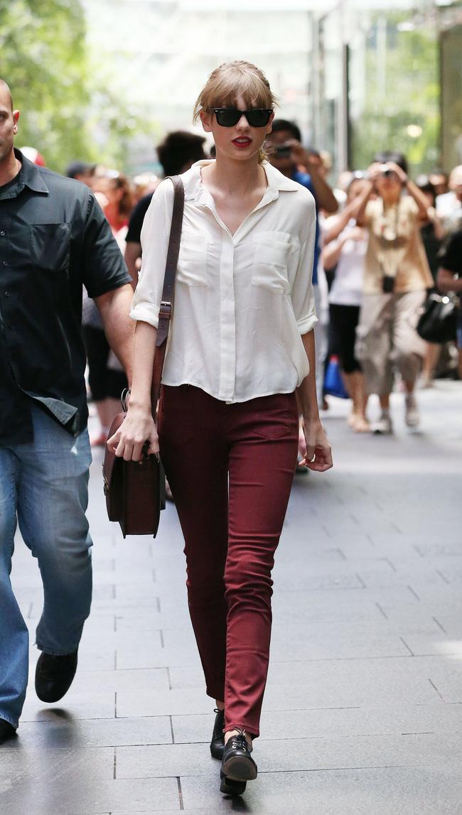 Taylor Swift xuống phố là lên đồ sang - xịn - mịn, và cùng chiêm ngưỡng loạt outfit mãn nhãn của 'Rắn Chúa' - Ảnh 10