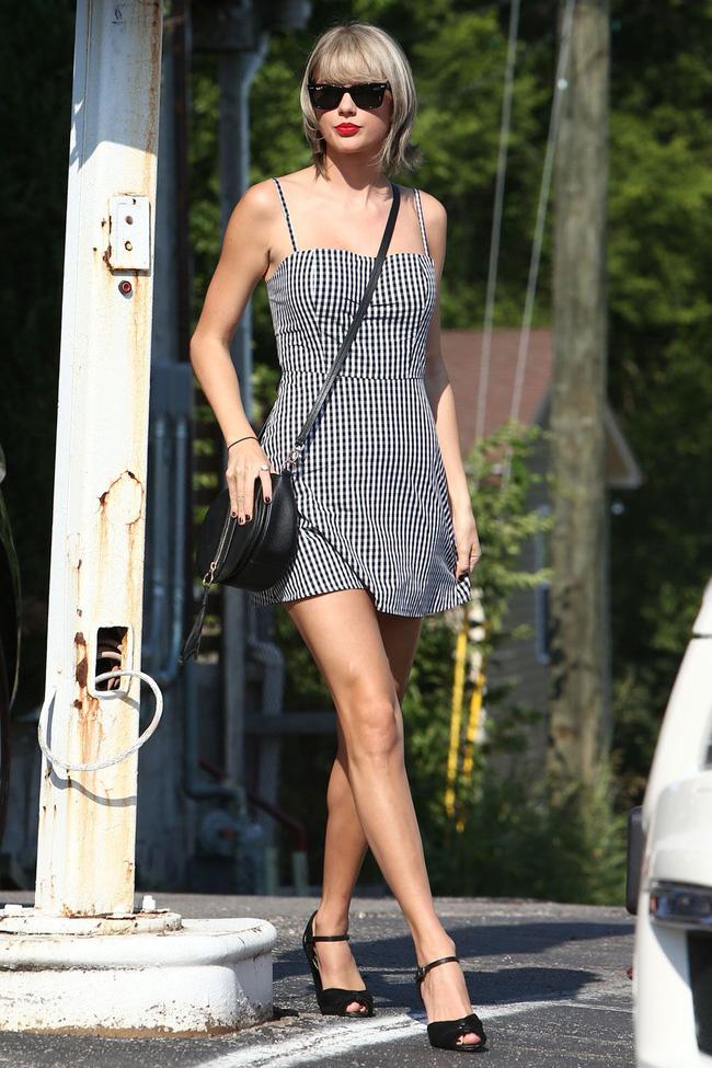 Taylor Swift xuống phố là lên đồ sang - xịn - mịn, và cùng chiêm ngưỡng loạt outfit mãn nhãn của 'Rắn Chúa' - Ảnh 6