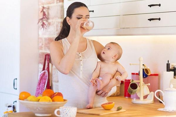 Cách chăm sóc phụ nữ sau sinh để con an toàn, mẹ khoẻ mạnh - Ảnh 2