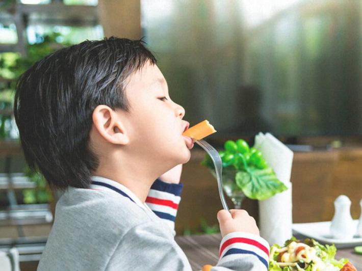 Không phải thịt gà hay hoa quả trái vụ mới gây dậy thì sớm, đây mới là nguyên nhân thực sự - Ảnh 2