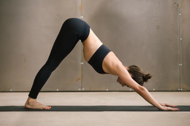 4 bài tập yoga giúp bạn nhắm mắt là ngủ ngay một mạch tới sáng - Ảnh 3