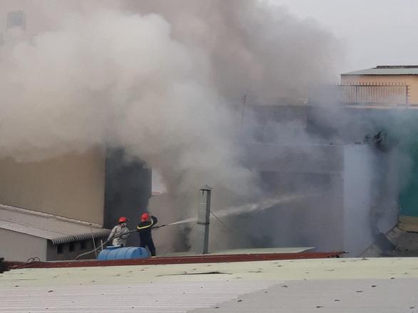 Vụ cháy kinh hoàng ở TP.HCM: Một nạn nhân được cứu sống, đang nằm điều trị tại BV quận 11 - Ảnh 2