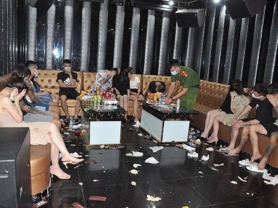 Gần 50 'chân dài' và 'dân chơi' tụ tập bay lắc, 'phê tới nóc' trong quán karaoke Bad Boy