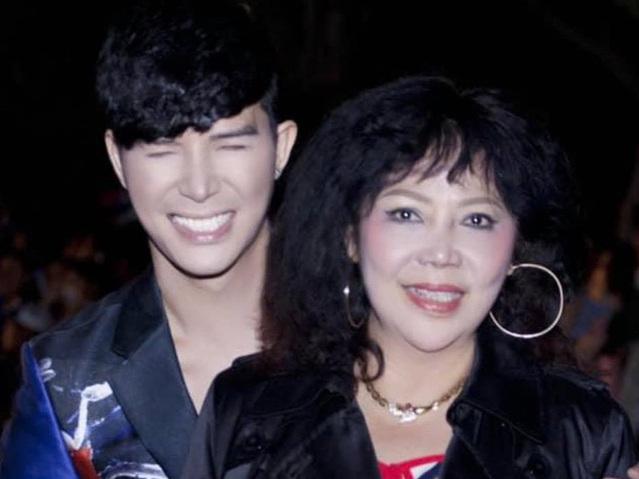 Nathan Lee hé lộ ảnh chụp chung với mẹ, nhan sắc của cựu hoa khôi đại học Ngoại Thương đúng là không thể đùa