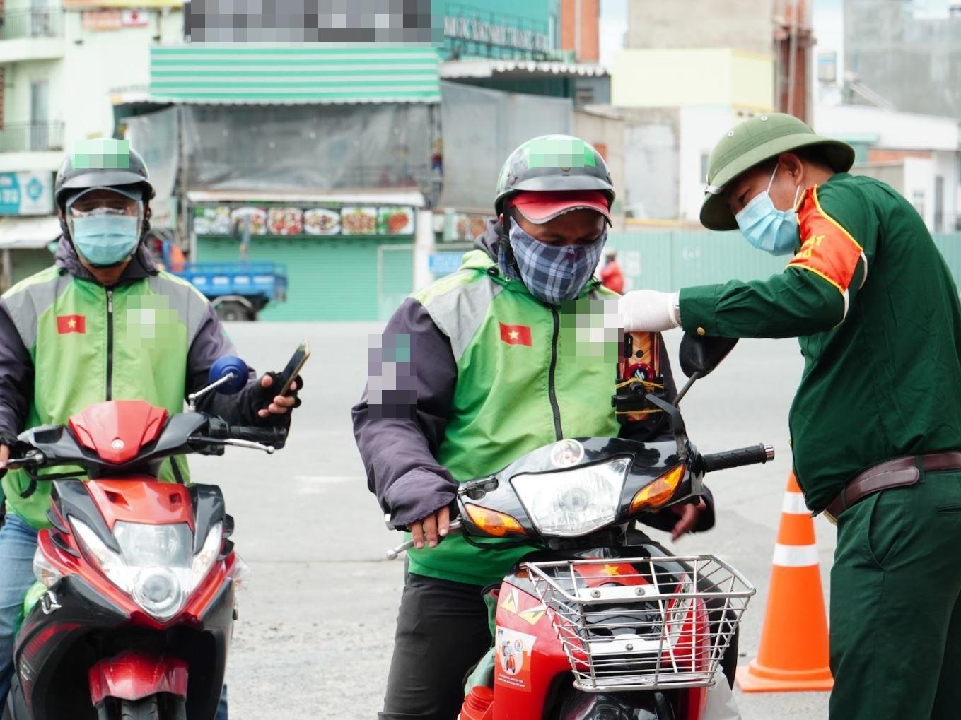 Hà Nội: Shipper được hoạt động trong phân vùng đỏ để phục vụ nhu cầu vận chuyển, cung ứng hàng hóa cho người dân