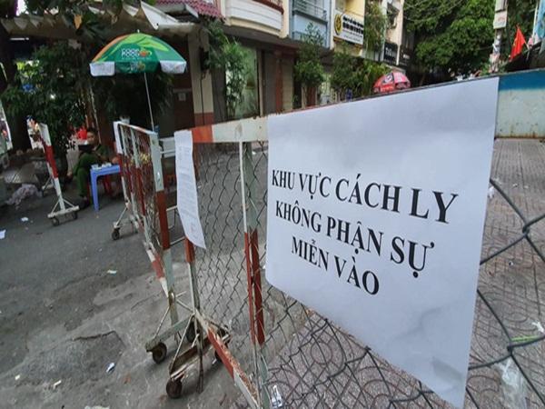 Phong tỏa chung cư tại quận 1 nơi bệnh nhân 92 dương tính trở lại, toàn bộ cư dân lô B2 không được phép ra ngoài
