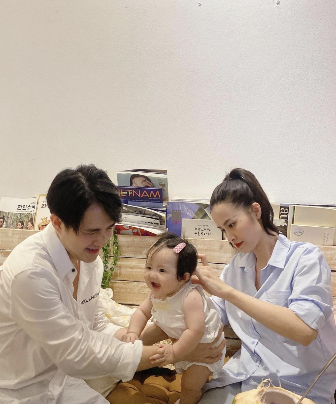 """Đông Nhi và Ông Cao Thắng mải miết chăm con, Winnie biểu cảm """"thánh meme"""" giật trọn spotlight cặp bố mẹ quyền lực - Ảnh 3"""