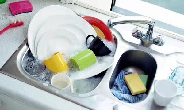 5 thói quen khi rửa bát tạo điều kiện cho vi khuẩn sinh sôi - Ảnh 1
