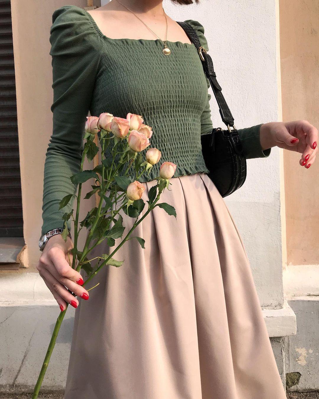 4 tips mặc đẹp tôn dáng từ cô nàng người Nga cao 1m50: Chỉ cần vài món chủ chốt là đủ cân hết các style - Ảnh 1