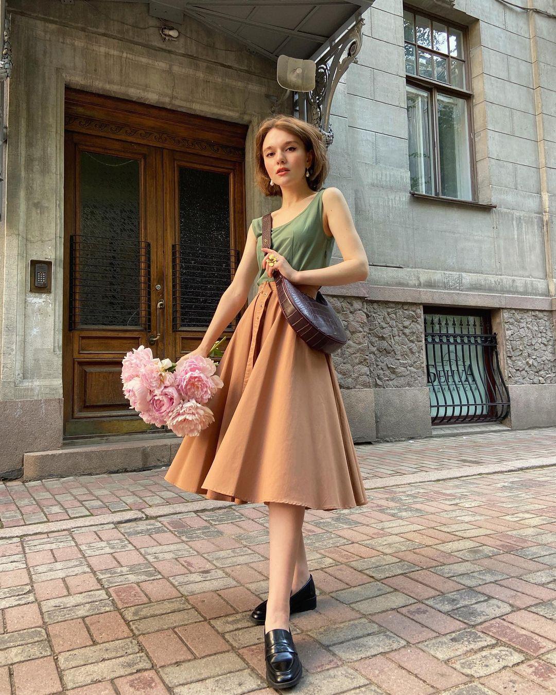 4 tips mặc đẹp tôn dáng từ cô nàng người Nga cao 1m50: Chỉ cần vài món chủ chốt là đủ cân hết các style - Ảnh 2
