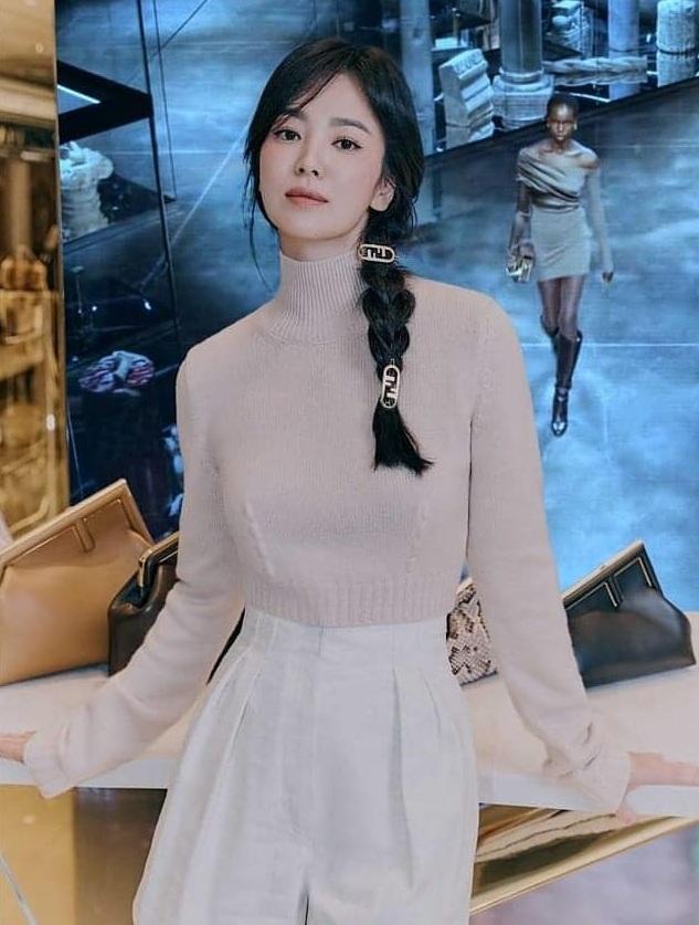 Kiểu tóc 'cưa sừng' được loạt mỹ nhân châu Á lăng xê: Song Hye Kyo và Angela Baby đều có cú nhảy vọt nhan sắc - Ảnh 2
