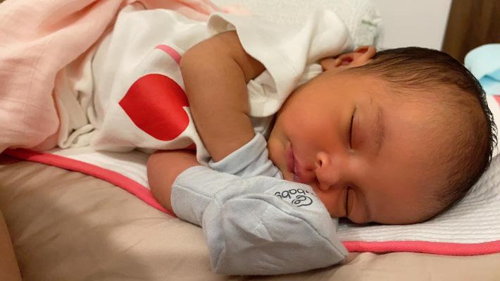 Con gái Võ Hạ Trâm mắc bệnh nhiều trẻ sơ sinh gặp, nguy hiểm thế nào mà khiến mẹ mất ăn mất ngủ? - Ảnh 1