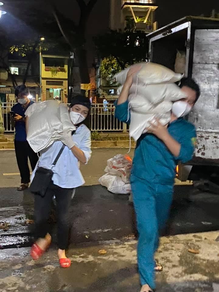 Chạy ngược chạy xuôi hỗ trợ chống dịch, Phương Thanh nổi đóa vì bị mắng 'lừa đảo' tiền từ thiện, hành động rạch ròi sau đó khiến fan chú ý - Ảnh 6