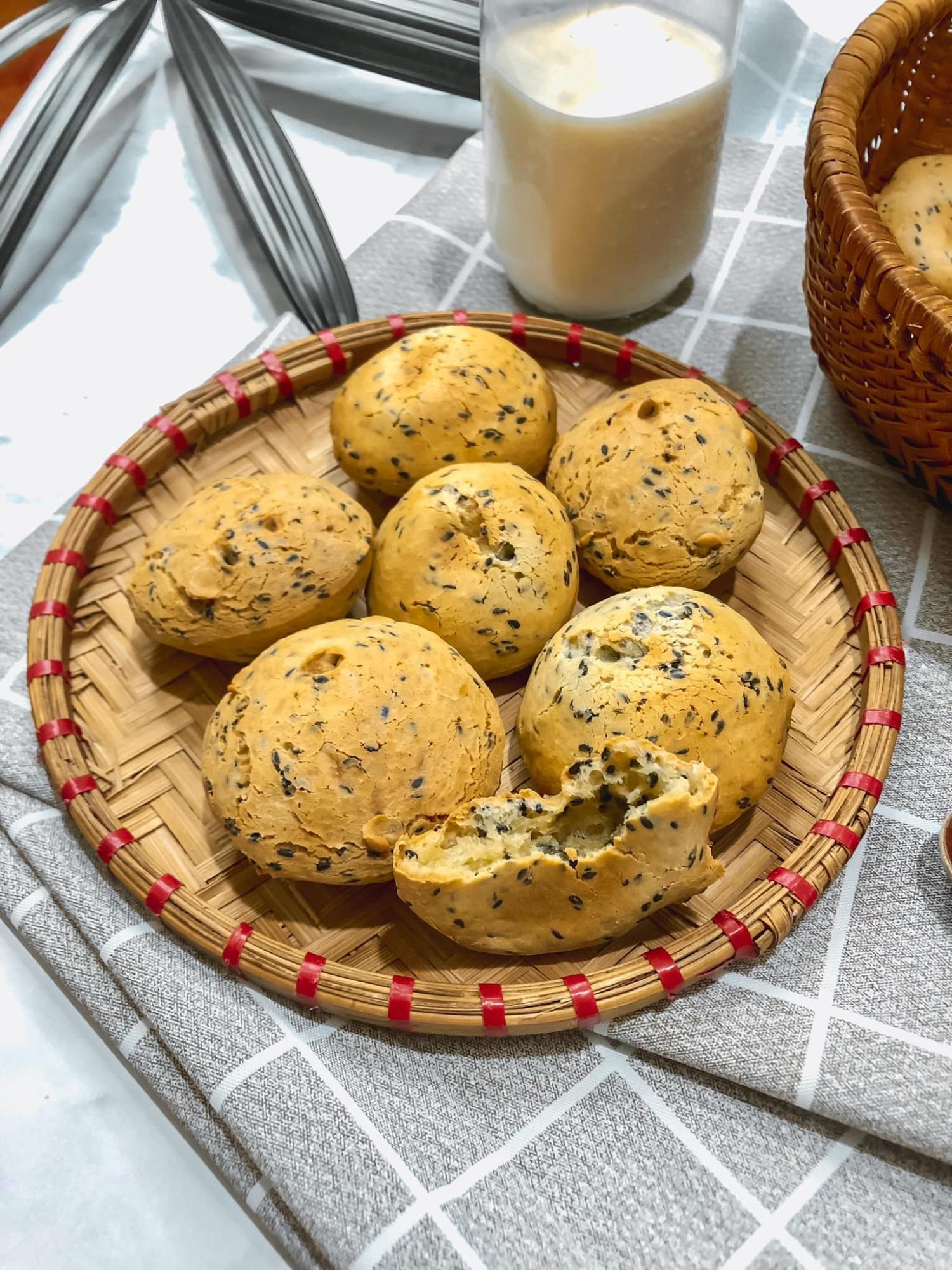 'Chị đẹp' chia sẻ bí quyết làm bánh mì mè đen Hàn Quốc bằng nồi chiên không dầu cực đơn giản - Ảnh 5