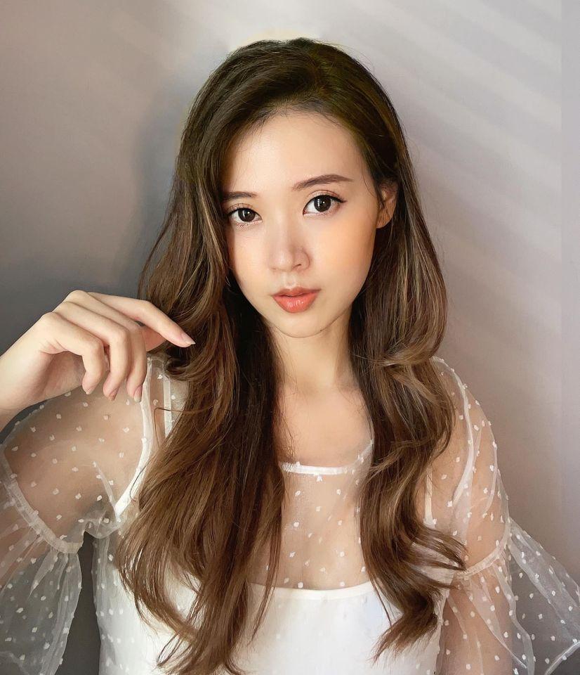Sao Việt 24h: Hoa hậu H'hen Niê rạng ngời trong bộ trang phục của người đồng bào Ê - đê, Đông Nhi khoe quà 'độc' - Ảnh 2