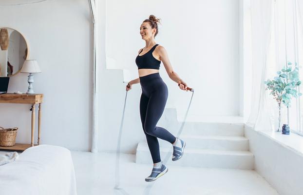 5 bài tập thể dục tại nhà giúp bạn giữ sức khỏe và vóc dáng mà không cần ra đường - Ảnh 3