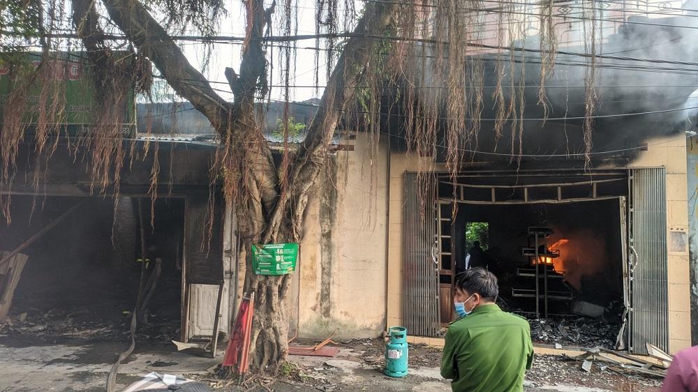 Tin mới vụ 2 vợ chồng chết cháy ở Hải Phòng, trên người đầy vết đâm: Nhiều đối tượng nghi vấn bị triệu tập - Ảnh 1
