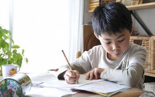 Dạy con chủ động làm bài về nhà cha mẹ không thể bỏ qua 11 điều này - Ảnh 2