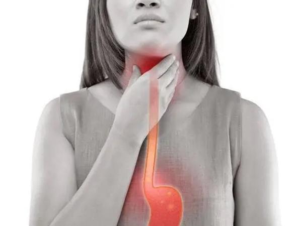 Bất luận nam nữ, hãy cảnh giác với 4 dấu hiệu ban đầu của ung thư thực quản