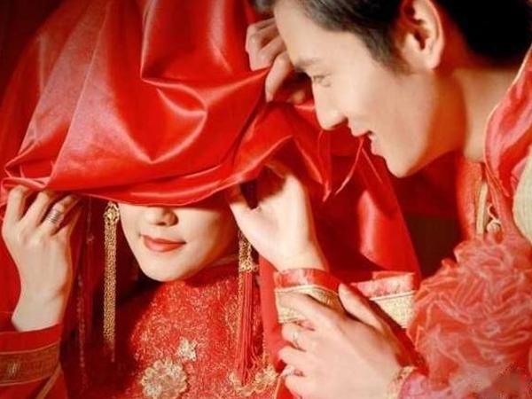 Đêm tân hôn, người chồng bàng hoàng khi nhìn thấy bụng của vợ mới cưới, không do dự anh lập tức đòi ly hôn