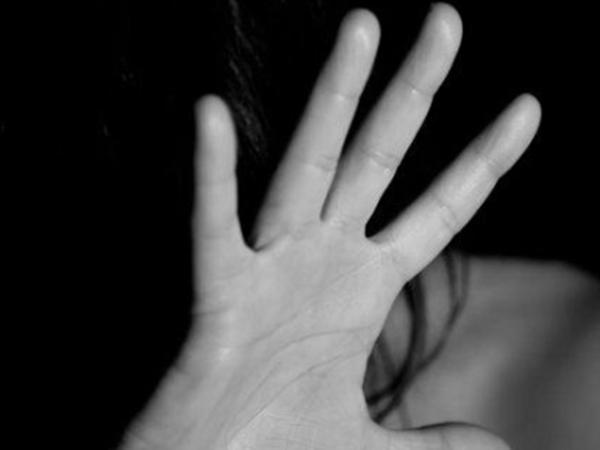 'Gửi' vợ cho hàng xóm để gán nợ đến khi vợ mang thai không biết đứa bé là con của ai