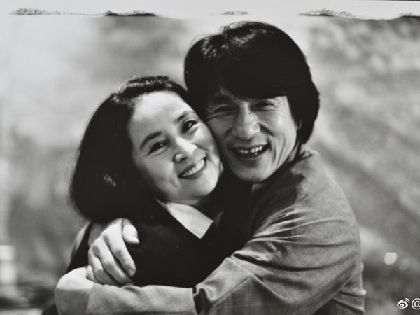 Không chỉ phản bội Lâm Phụng Kiều, Thành Long thừa nhận chưa từng nói yêu vợ