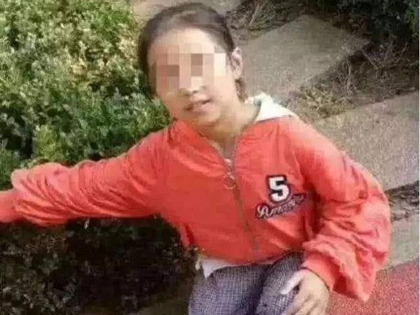 Người mẹ giữ xác con gái 10 tuổi trong nhà tang lễ 644 ngày không chịu hỏa táng chỉ vì một lý do