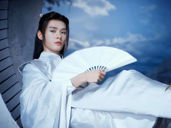 Sơn Hà Lệnh chưa hết hot, một bộ trang phục của Ôn Khách Hành được bán với giá hơn 700 triệu