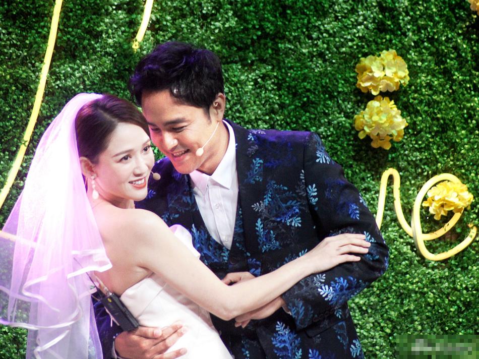 Trần Kiều Ân bất ngờ mặc váy cưới trong ngày hội ngộ Minh Đạo