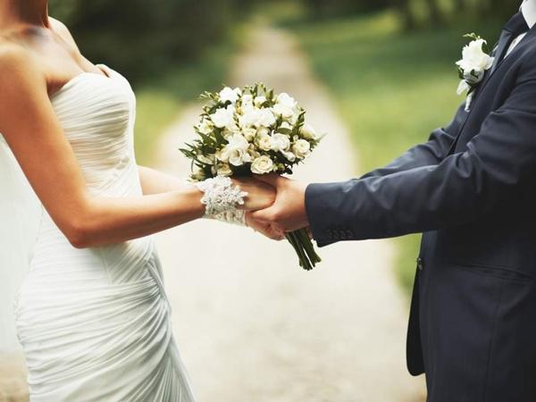 Vào ngày đăng ký kết hôn, cô dâu ngã ngửa khi biết mình đã lấy chồng được 13 năm