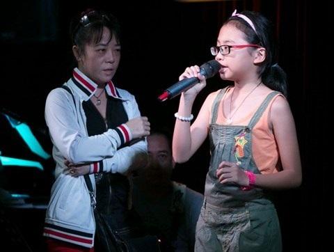 Phương Mỹ Chi: Cuộc chiến kim tiền của người lớn, con trẻ ngập ngụa thị phi