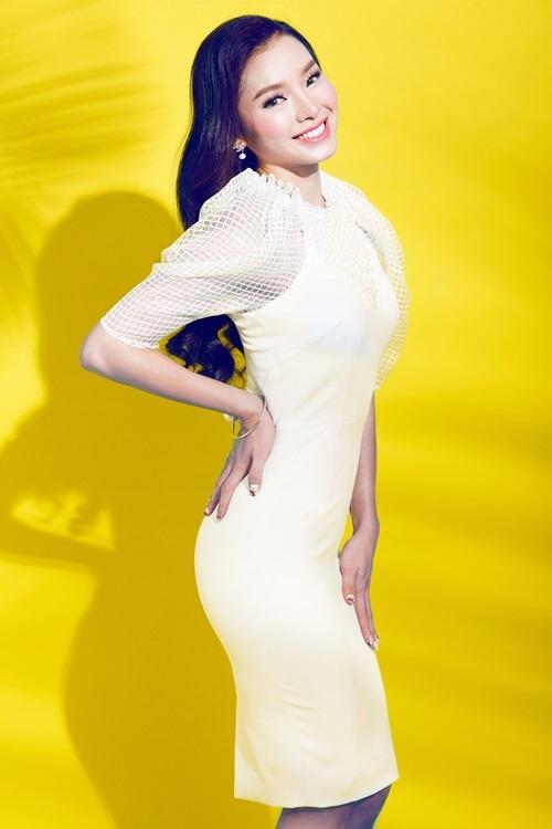 Nữ ca sĩ/diễn viên Phương Trinh Jolie.