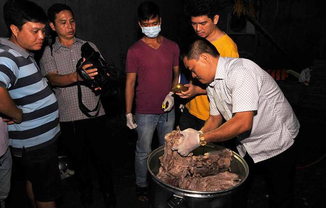 Cảnh sát nổ súng khống chế nhóm nấu cao con hổ nặng 230 kg - Ảnh 2