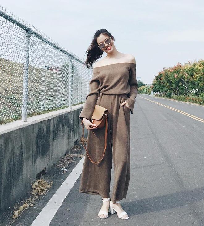 Trời se lạnh nhưng vẫn có nắng, còn gì hợp hơn là diện áo len trễ vai - Ảnh 12