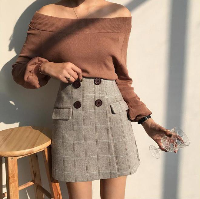 Trời se lạnh nhưng vẫn có nắng, còn gì hợp hơn là diện áo len trễ vai - Ảnh 13