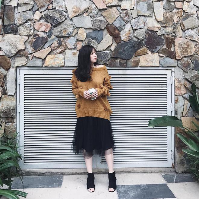 Trời se lạnh nhưng vẫn có nắng, còn gì hợp hơn là diện áo len trễ vai - Ảnh 7
