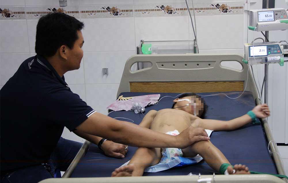 Vụ bố cho 3 con uống thuốc sâu rồi tự tử: Người mẹ đau đớn tiết lộ nguyên nhân - Ảnh 1