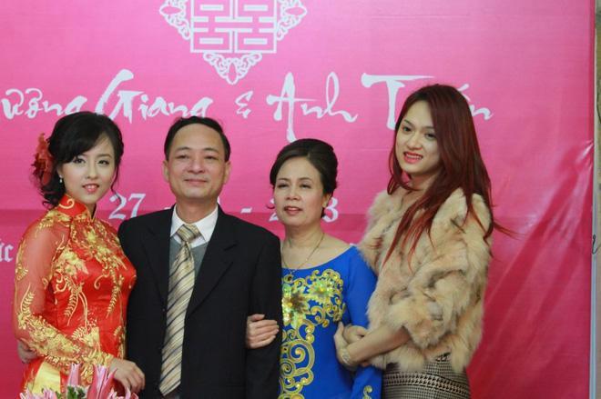 Nhan sắc không kém cạnh, cuộc sống êm đềm của chị gái ruột Tân Hoa hậu chuyển giới Hương Giang - Ảnh 4
