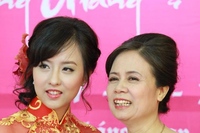 Nhan sắc không kém cạnh, cuộc sống êm đềm của chị gái ruột Tân Hoa hậu chuyển giới Hương Giang - Ảnh 6