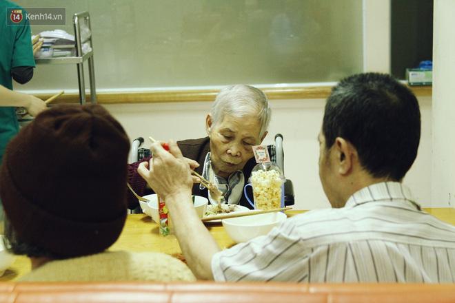Đằng sau cánh cửa một viện dưỡng lão ở Hà Nội: Ừ thì, mình cứ vui hết mình thôi! - Ảnh 4