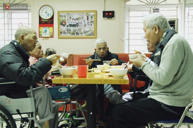 Đằng sau cánh cửa một viện dưỡng lão ở Hà Nội: Ừ thì, mình cứ vui hết mình thôi! - Ảnh 5