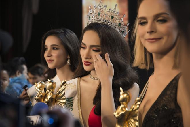 Hương Giang: 'Sau một đêm tỉnh dậy, tôi vẫn chưa tin mình là Hoa hậu' - Ảnh 2