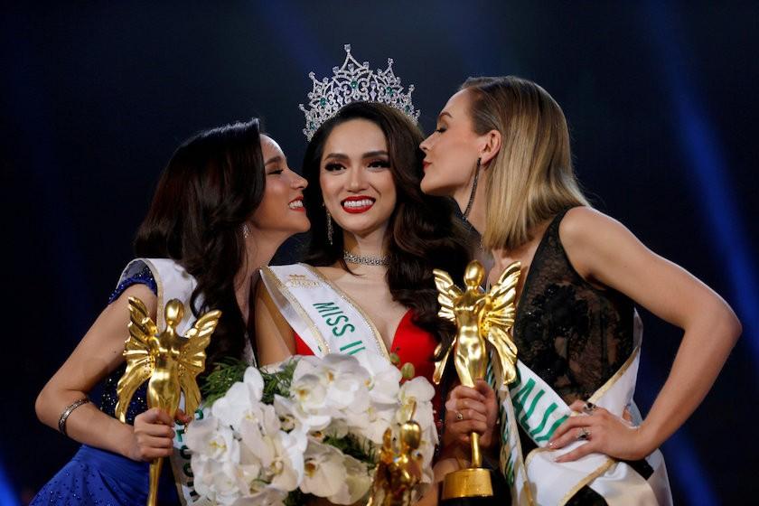 Chưa thể lập tức về nước, đây là kế hoạch của Hương Giang sau khi đăng quang Hoa hậu Chuyển giới Quốc tế 2018 - Ảnh 1