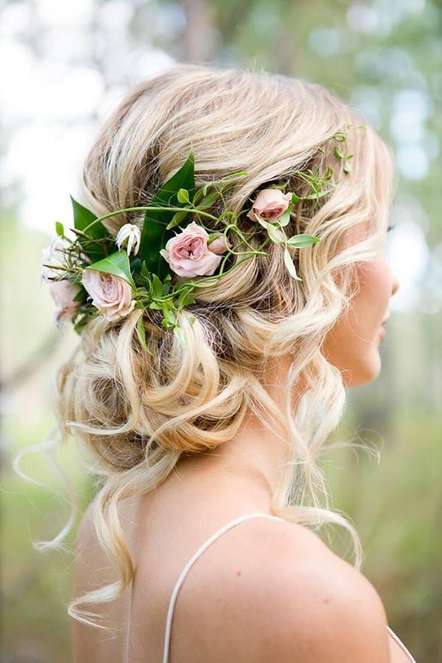 4 kiểu tóc cài hoa tươi cho cô dâu được yêu thích nhất 2017 - Ảnh 1