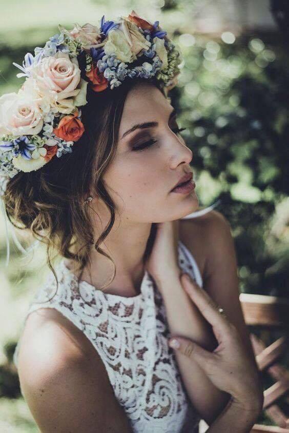 4 kiểu tóc cài hoa tươi cho cô dâu được yêu thích nhất 2017 - Ảnh 2