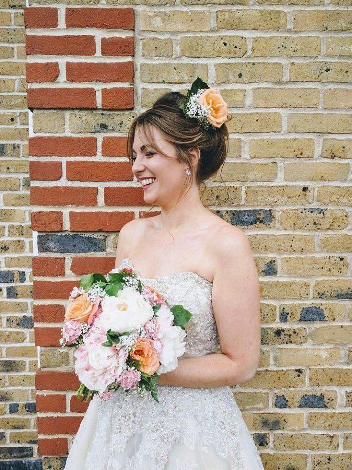 4 kiểu tóc cài hoa tươi cho cô dâu được yêu thích nhất 2017 - Ảnh 4