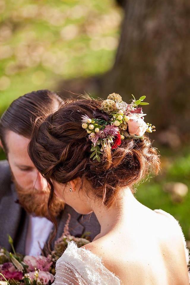 4 kiểu tóc cài hoa tươi cho cô dâu được yêu thích nhất 2017 - Ảnh 5