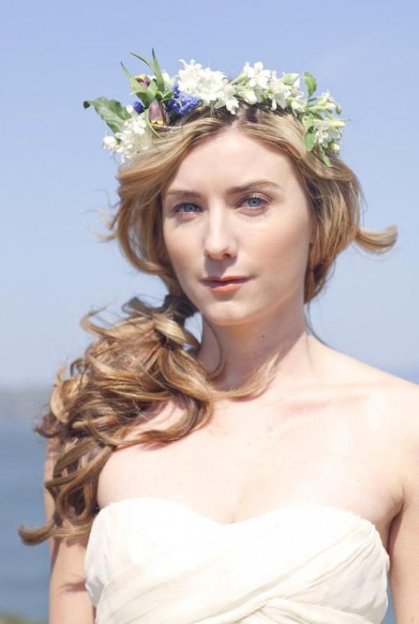 4 kiểu tóc cài hoa tươi cho cô dâu được yêu thích nhất 2017 - Ảnh 8