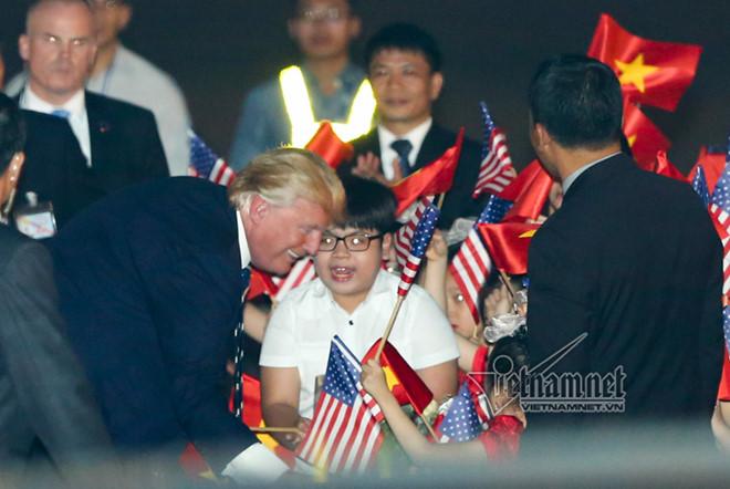 Cậu bé 11 tuổi được Tổng thống Donald Trump tặng hoa là ai? - Ảnh 1