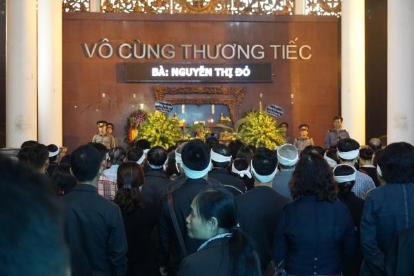Nhiều sinh viên bật khóc trong đám tang bà chủ trọ 'tốt bụng nhất Hà Nội' - Ảnh 1